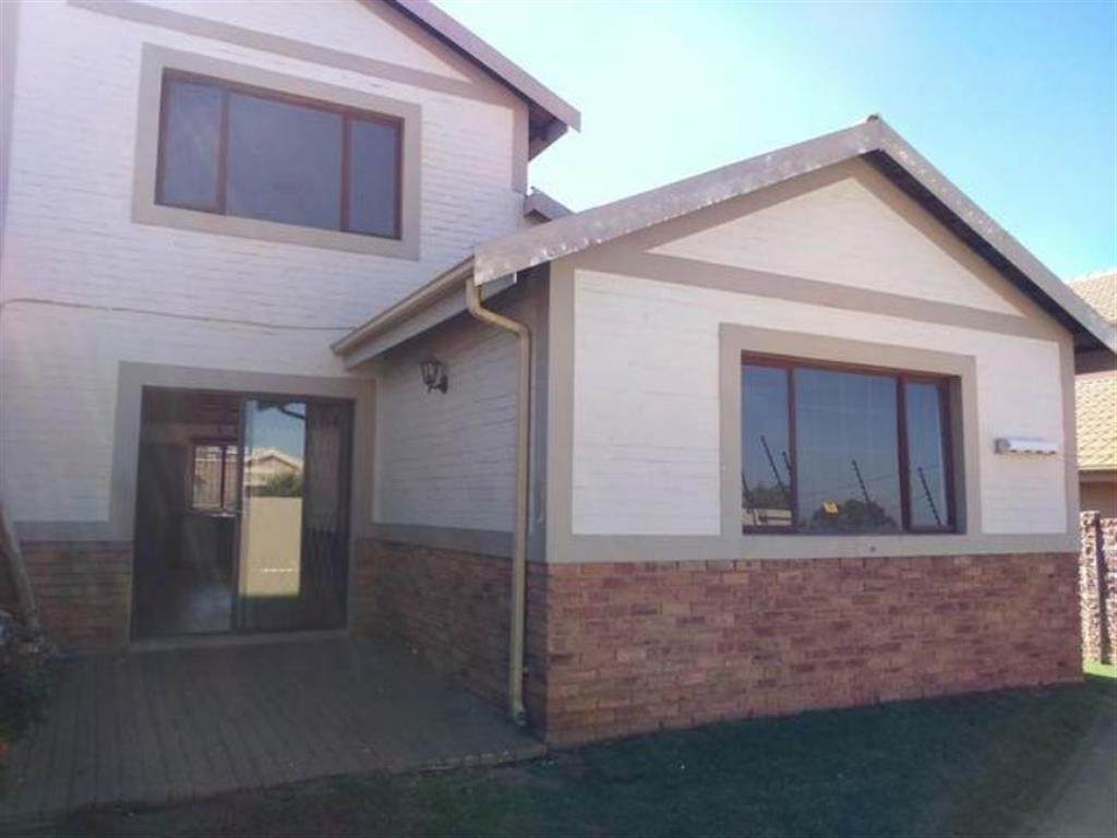3 Bedroom  Duet for Sale in Midrand - Gauteng