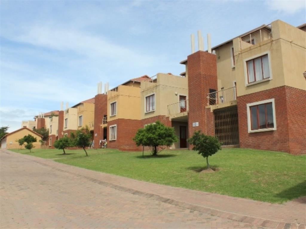 2 Bedroom  Penthouse for Sale in Midrand - Gauteng