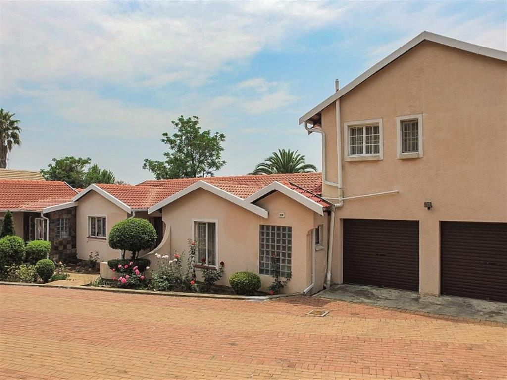 7 Bedroom  House for Sale in Midrand - Gauteng