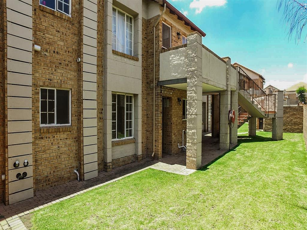3 Bedroom  Townhouse for Sale in Midrand - Gauteng