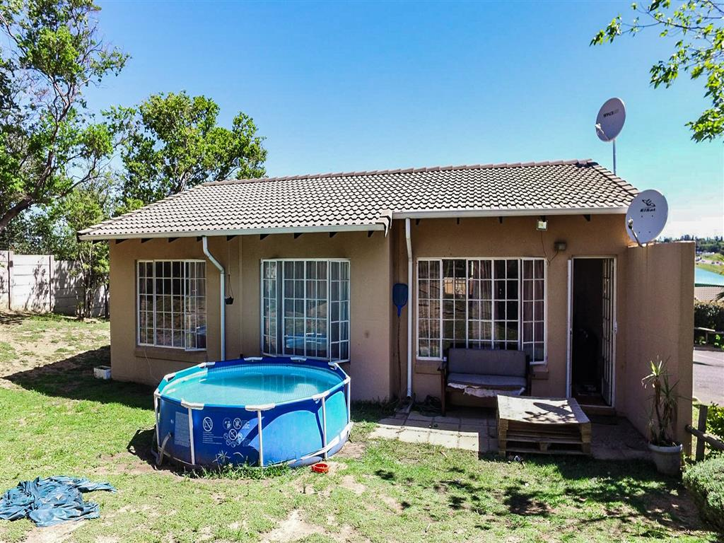 3 Bedroom  Cluster for Sale in Midrand - Gauteng