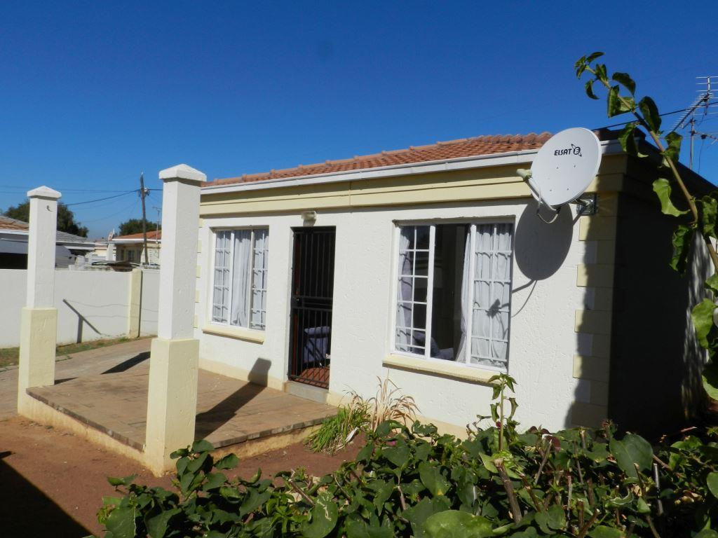 1 Bedroom  House for Sale in Midrand - Gauteng