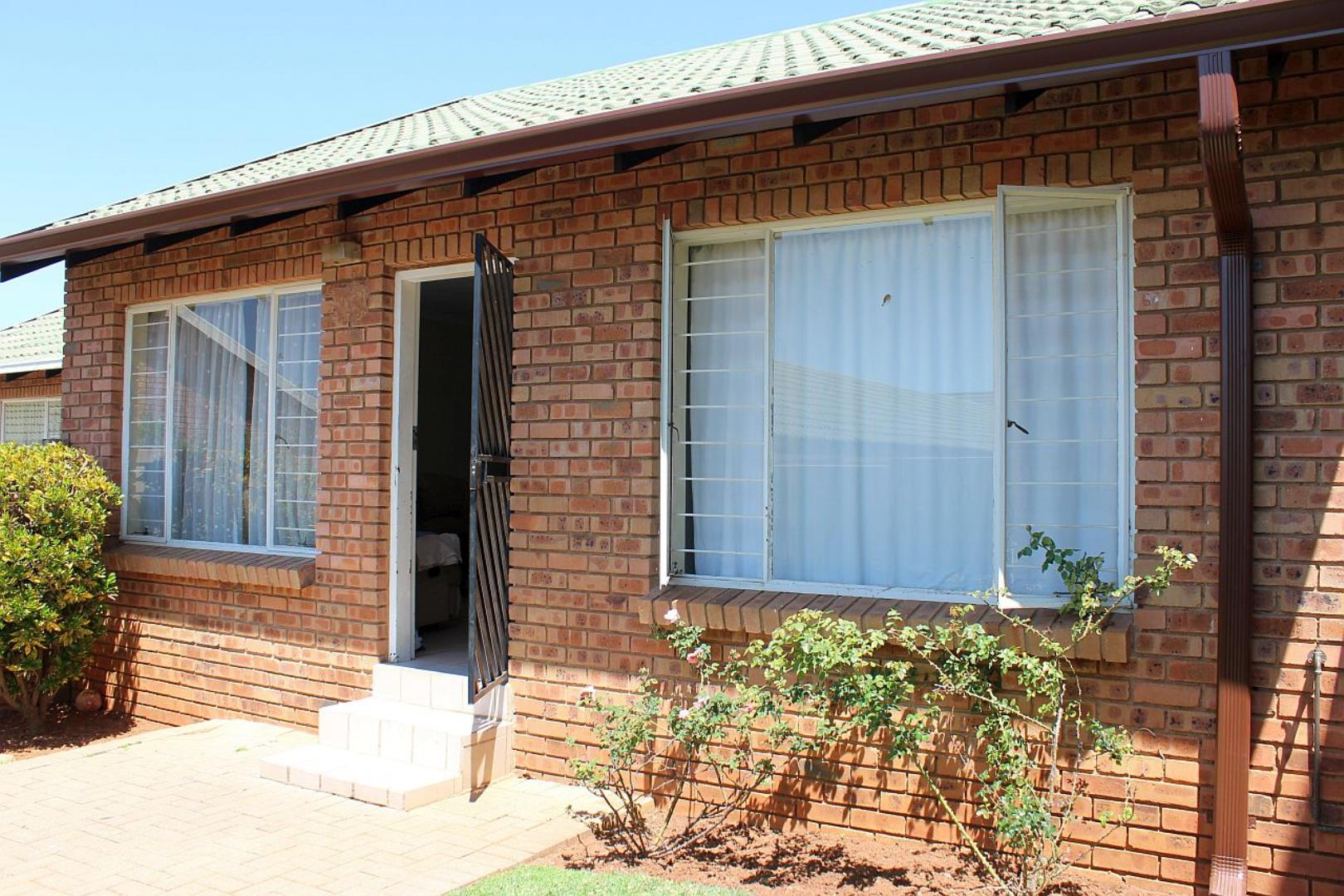 2 Bedroom  Cluster for Sale in Midrand - Gauteng