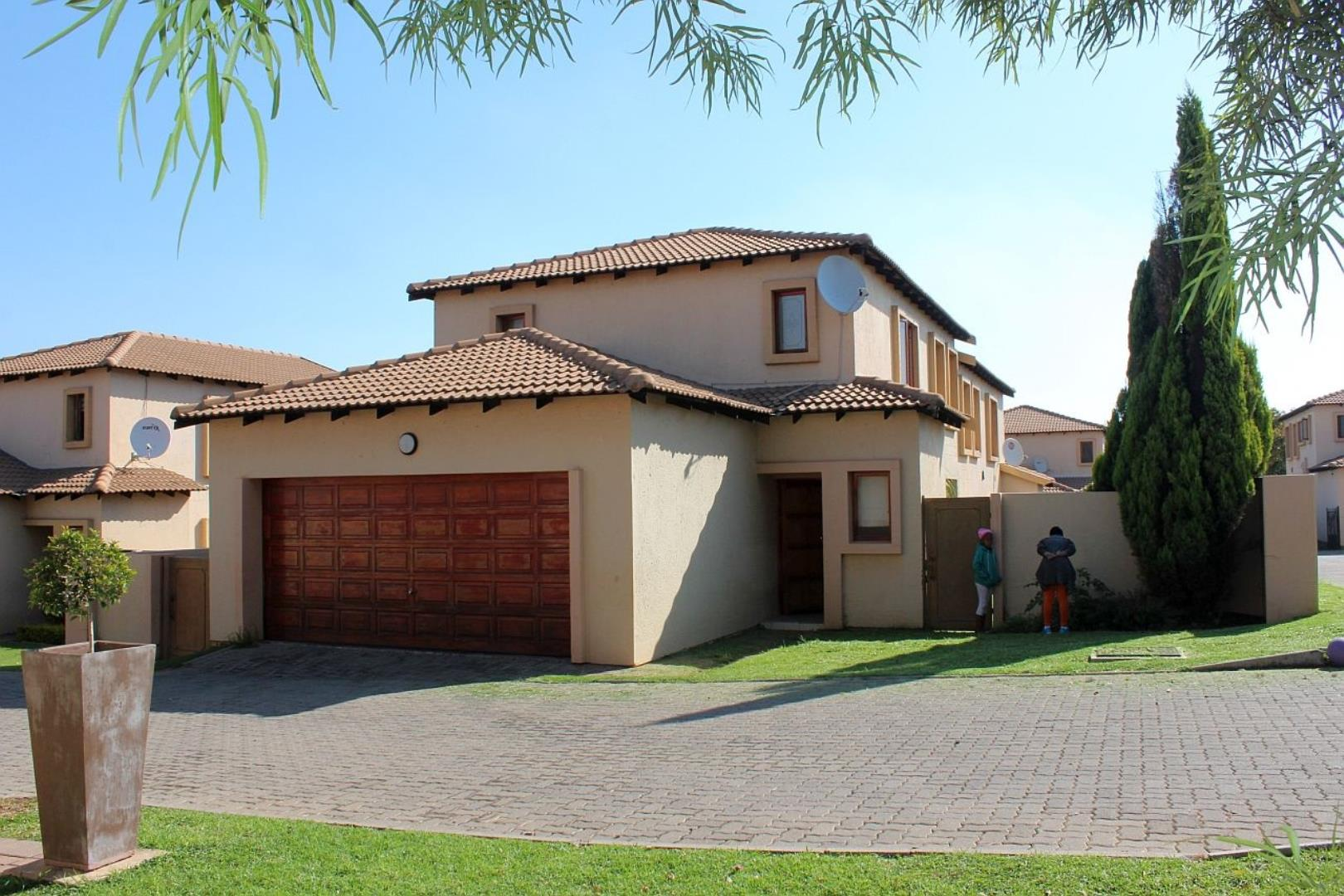 3 Bedroom Cluster for Sale in Country View, Midrand - Gauteng